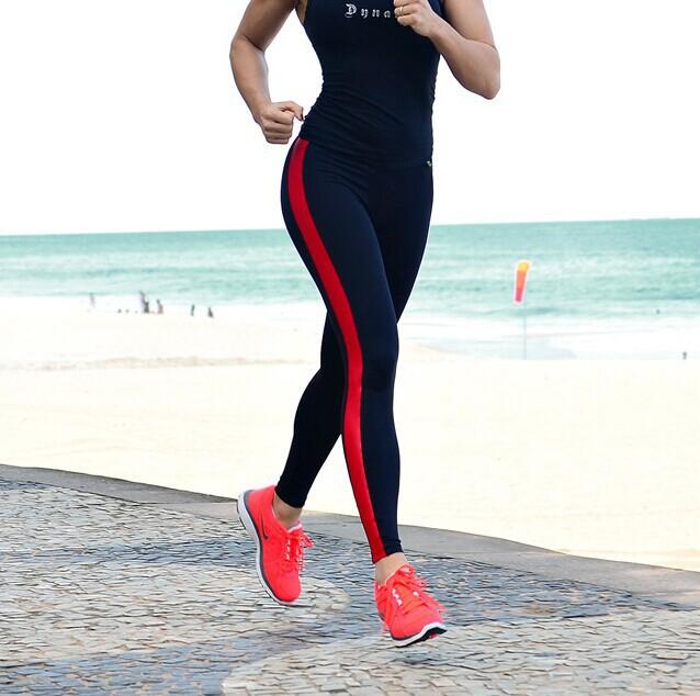vetement de sport fitness femme chapka doudoune pull. Black Bedroom Furniture Sets. Home Design Ideas