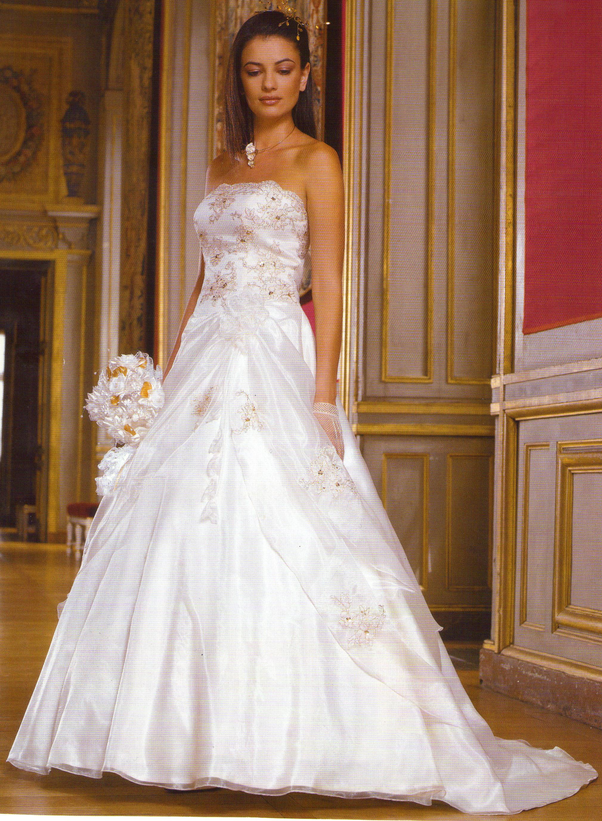 f97e15372f3 Je veux trouver une belle robe de soirée coloré ou élégante pas cher ICI  Robe de mariée 0 ...