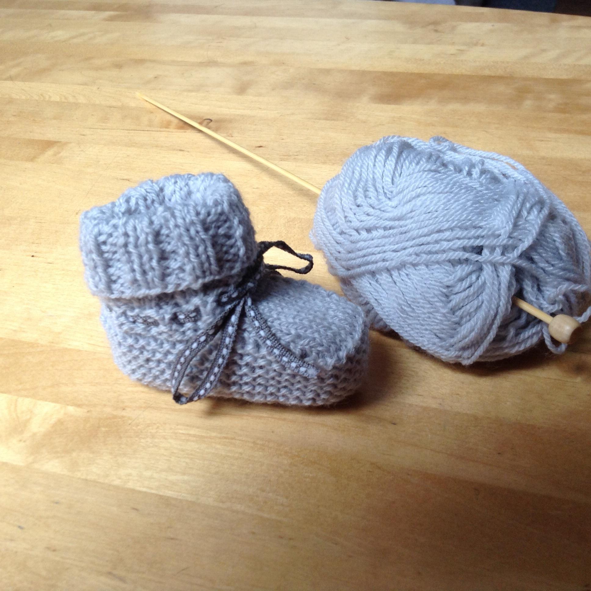 Je veux trouver un joli tricot pour mon bébé ou à offrir pas cher ICI Tuto tricot  bebe 3 mois 842bfe4ebf8
