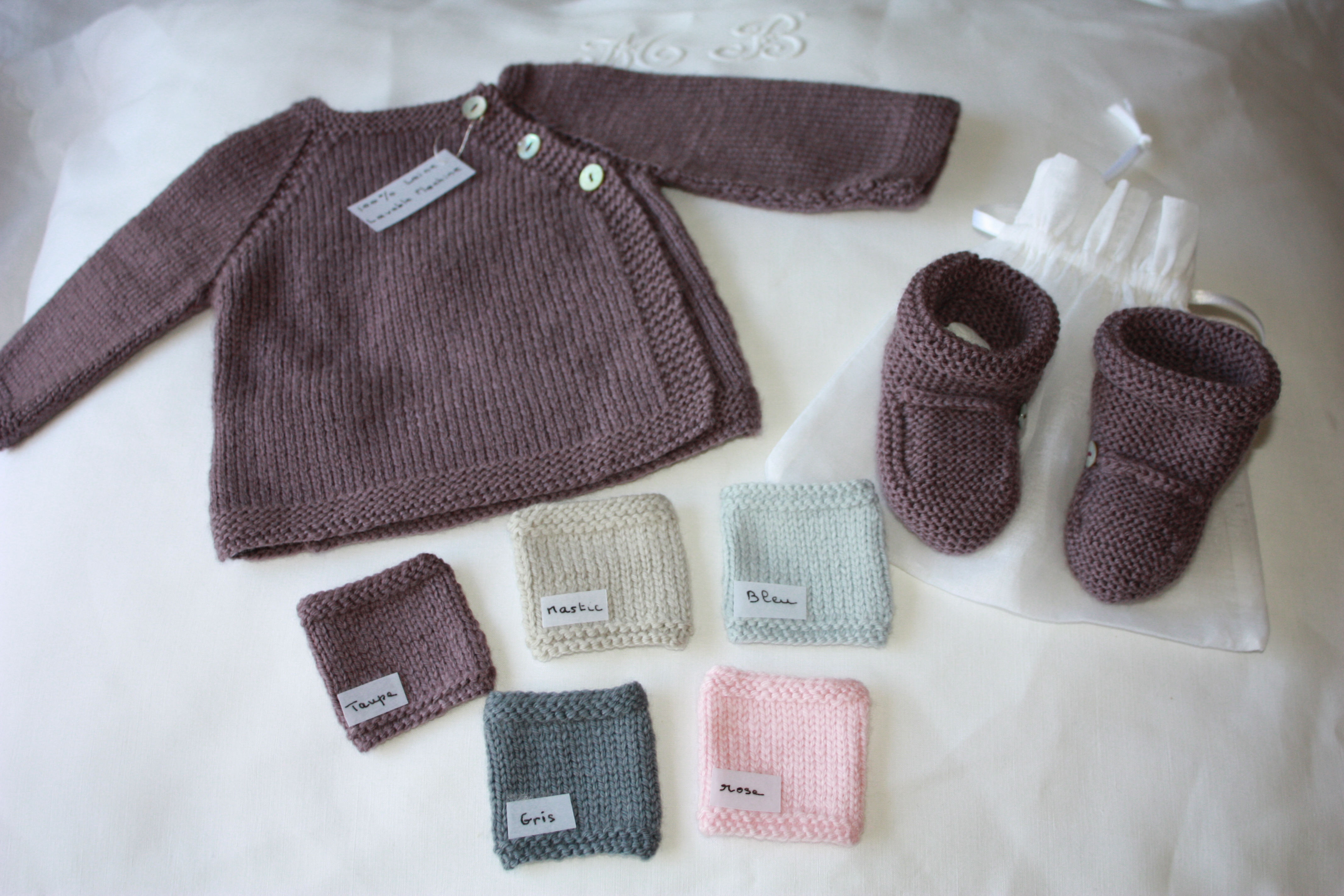 18e34c1e950c2 Brassière en laine bébé à tricoter - Chapka