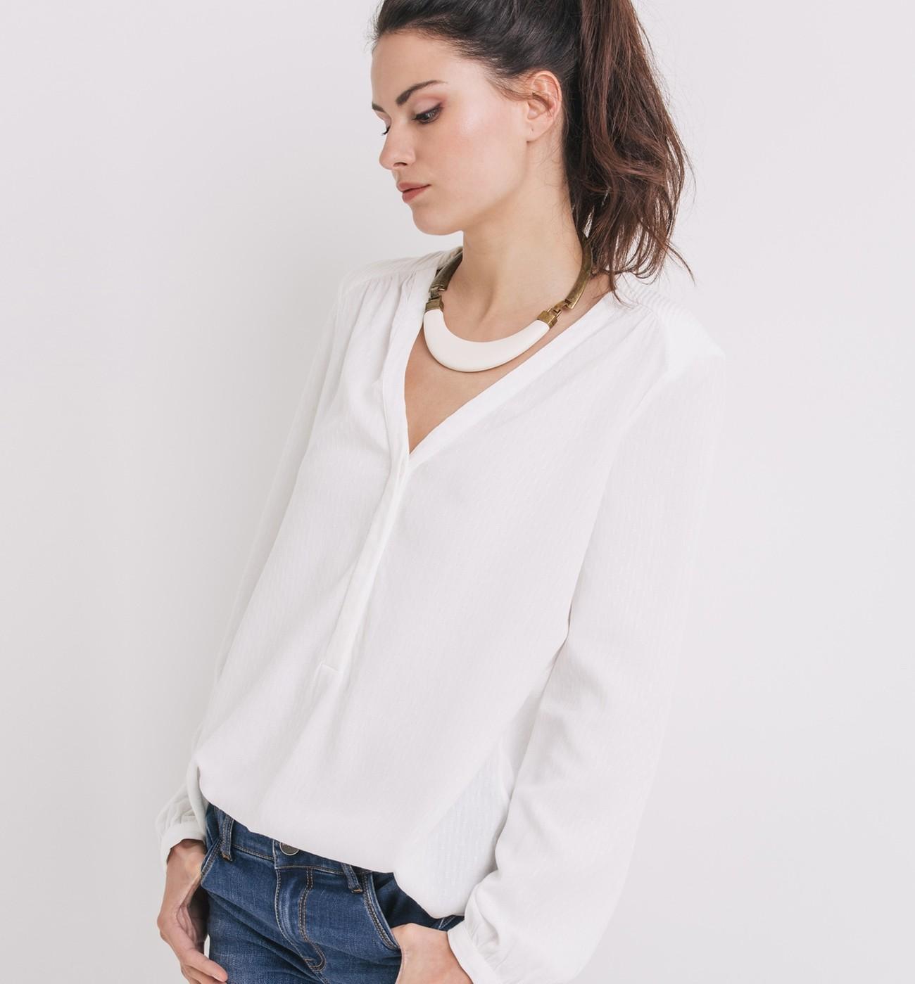 Je veux trouver une belle chemise femme et agréable à porter pas cher ICI  Chemise fluide femme blanche cda791929d59