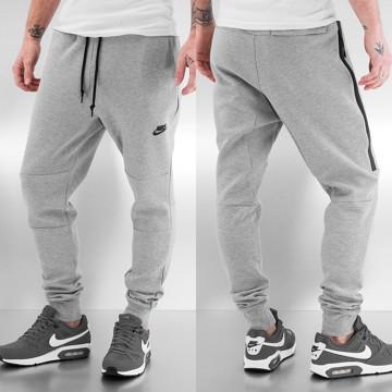 Nike amp  Chapka Vetement D hiver Homme Pull Doudoune Jogging Gris 6zOxqv5v b7549a4c8b2