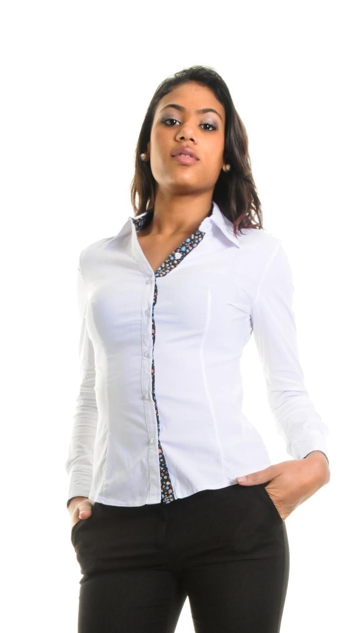 Je veux trouver une belle chemise femme et agréable à porter pas cher ICI  Chemise femme pas cher c668b041267c