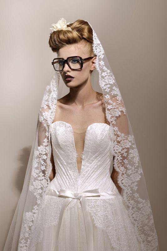 599b2a3db3a Je veux trouver une belle robe de soirée coloré ou élégante pas cher ICI  Robes de mariée 1980