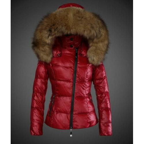 2420143c86fb Je veux trouver une doudoune de marque femme qui tient chaud pas cher ICI  Doudoune moncler rouge femme pas cher