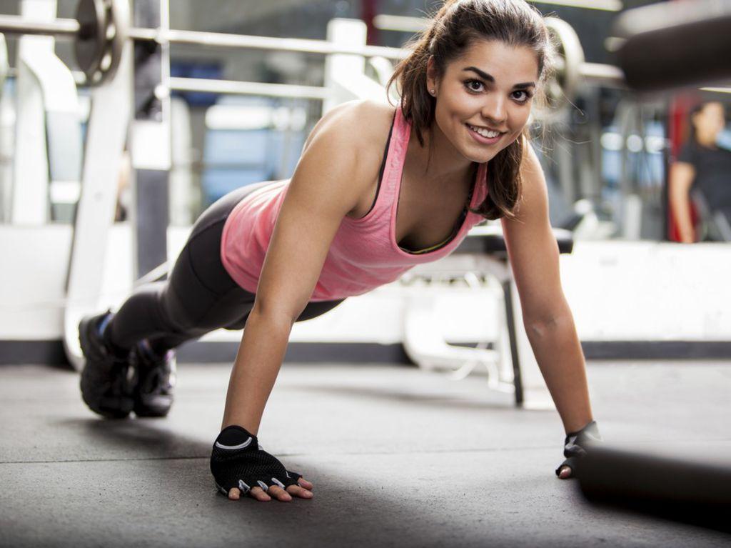 Je veux trouver des vêtements de sports fitness running de qualité et pas  cher ICI Tenue sport en salle femme 2e6093fb93a