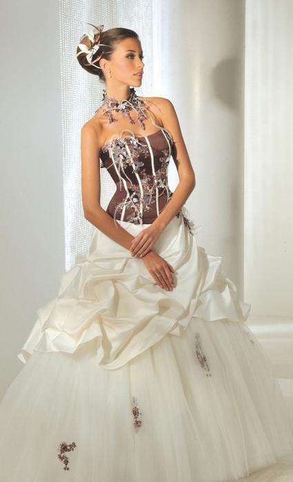 Je veux trouver une belle robe de soirée coloré ou élégante pas cher ICI  Robes de mariée originales pas cher