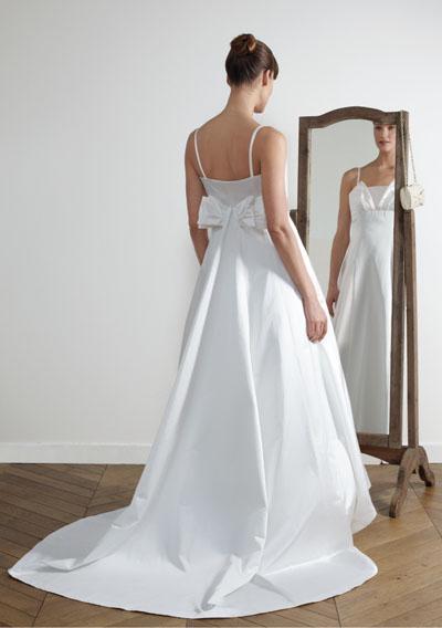 Je veux trouver une belle robe de soirée coloré ou élégante pas cher ICI  Robes de mariée 123 6ec3322ed0f