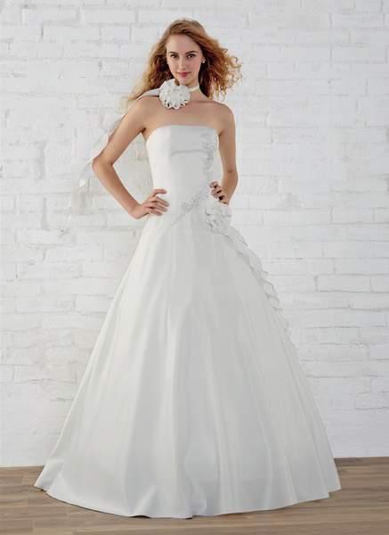fd3b91f5565 Je veux trouver une belle robe de soirée coloré ou élégante pas cher ICI  Robes de mariée tati 2017